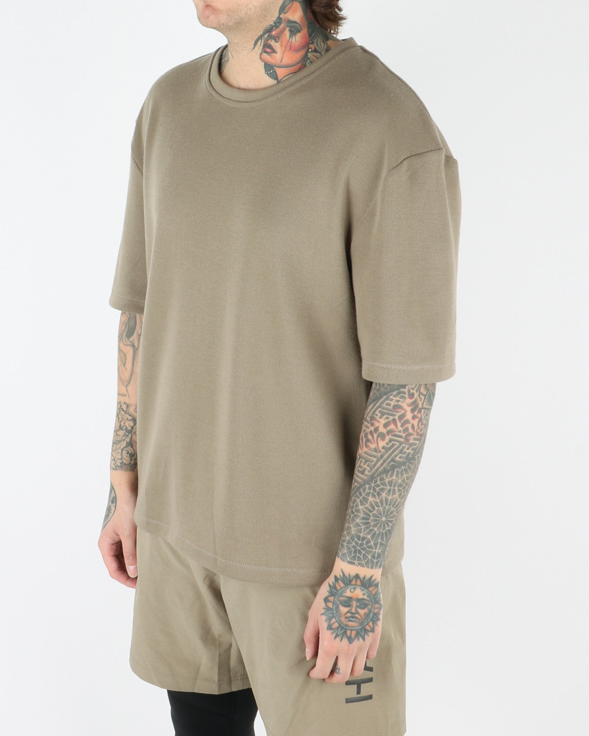 halo newline_drop_t-shirt_light olive_view_1_3