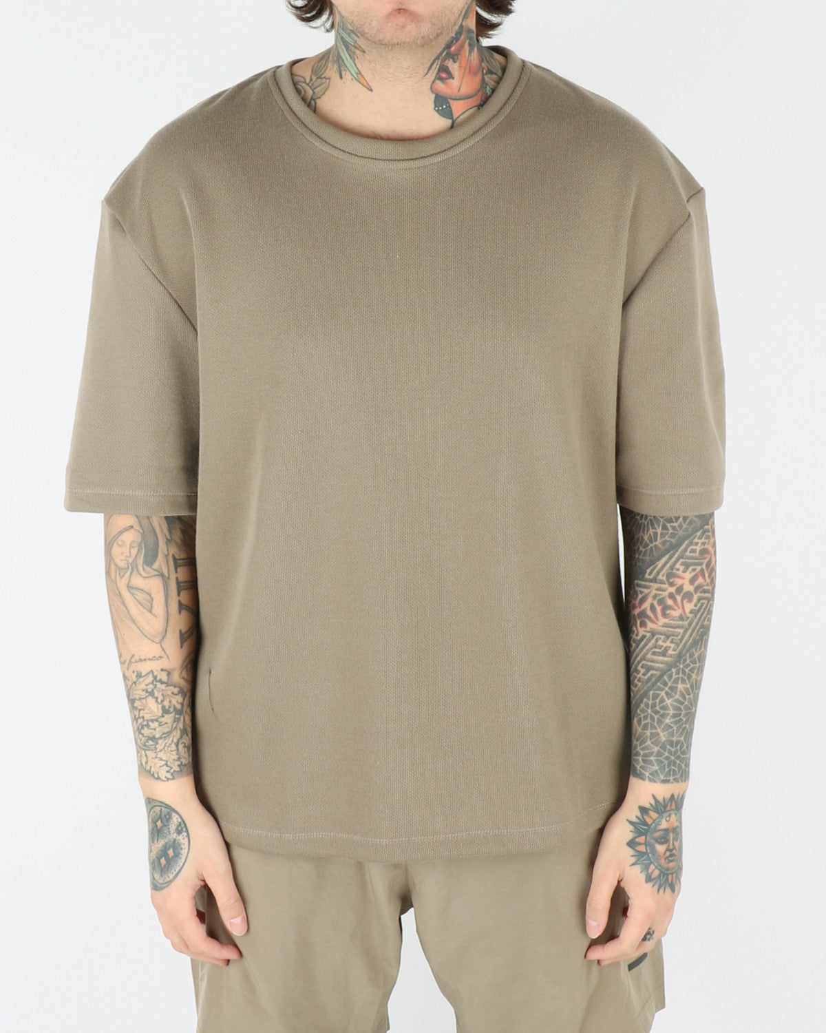 halo newline_drop_t-shirt_light olive_view_2_3