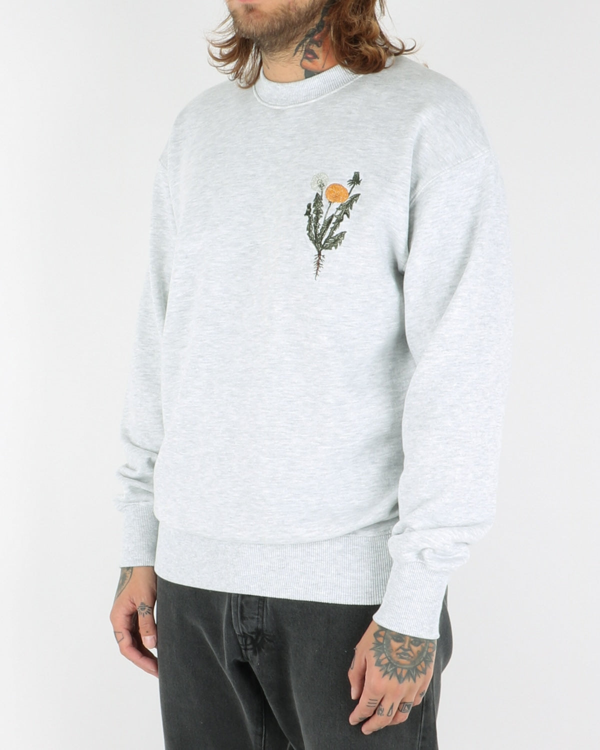 han kjobenhavn_casual crew sweatshirt flower_light grey_view_2_3
