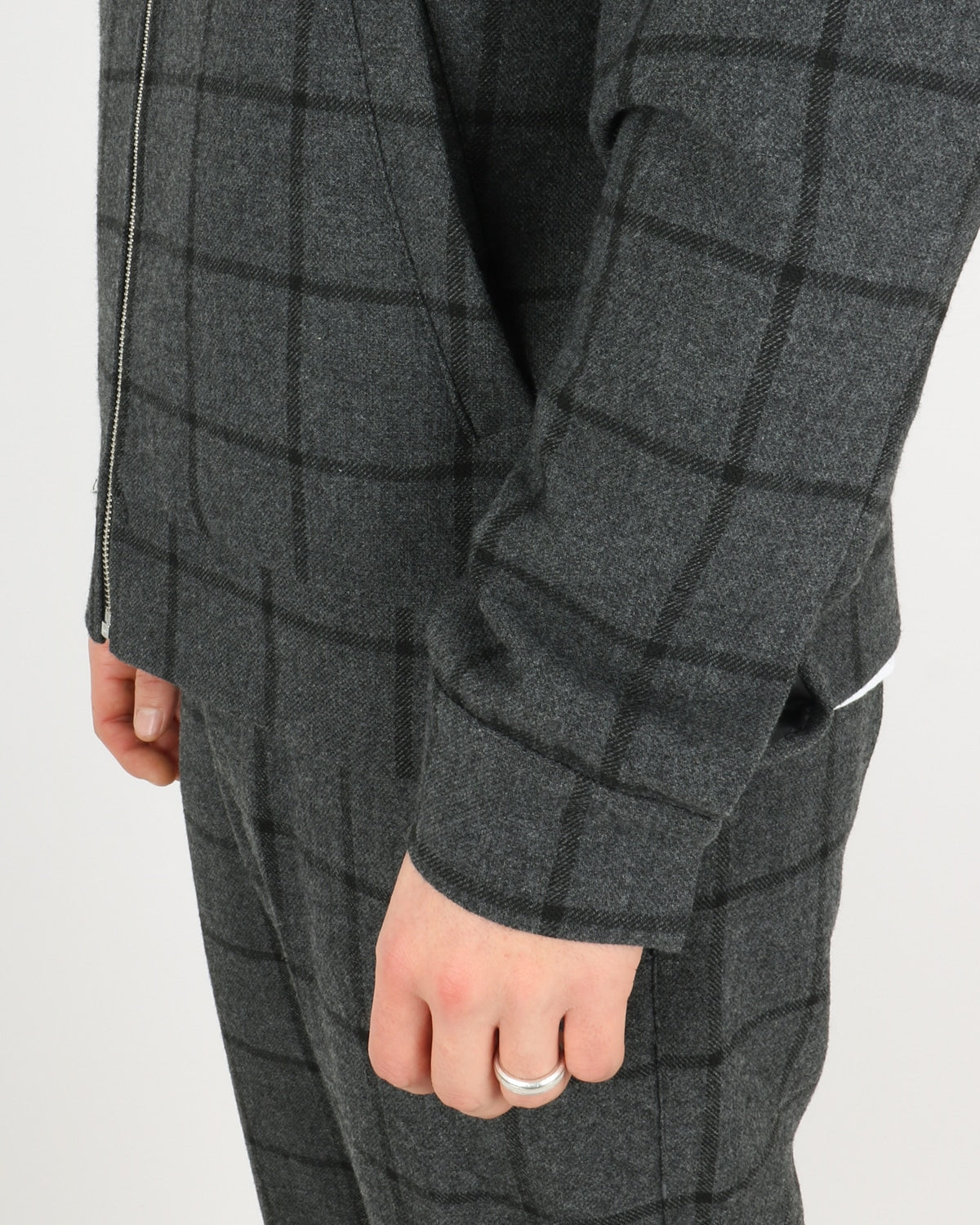 les deux_como wool check bomber_charcoal black_3_4