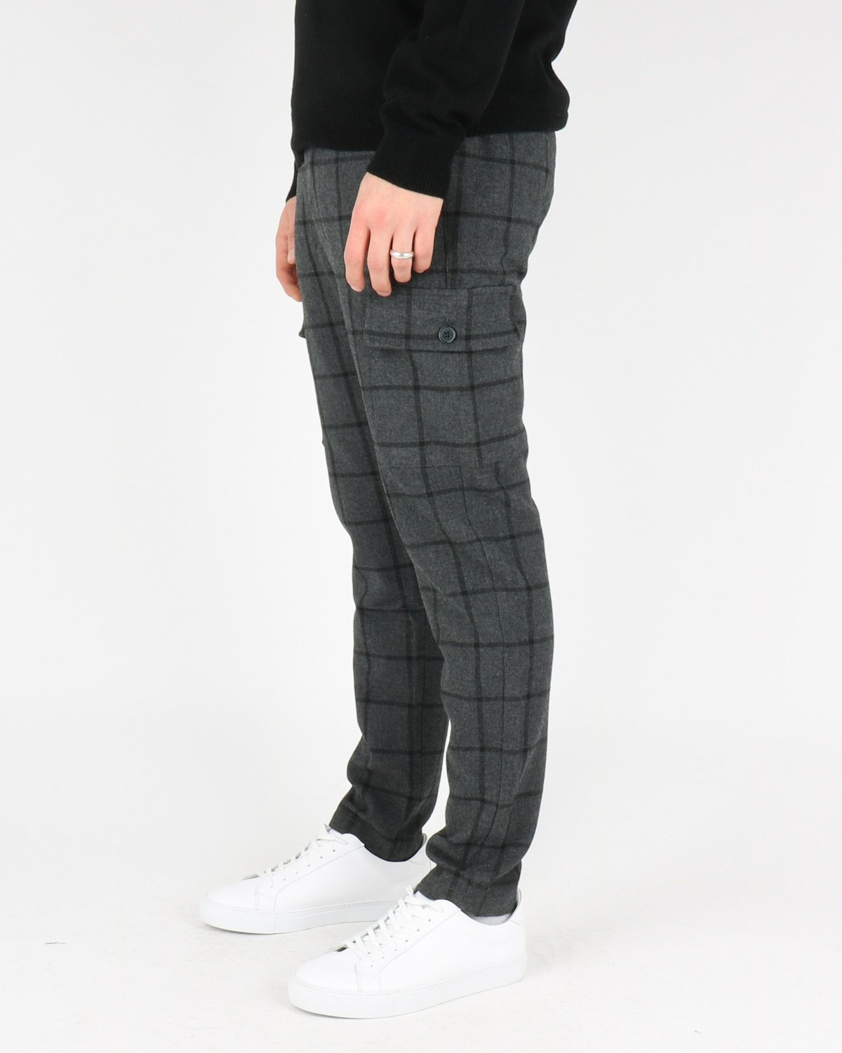 les deux_como wool check cargo pants_charcoal black_2_4