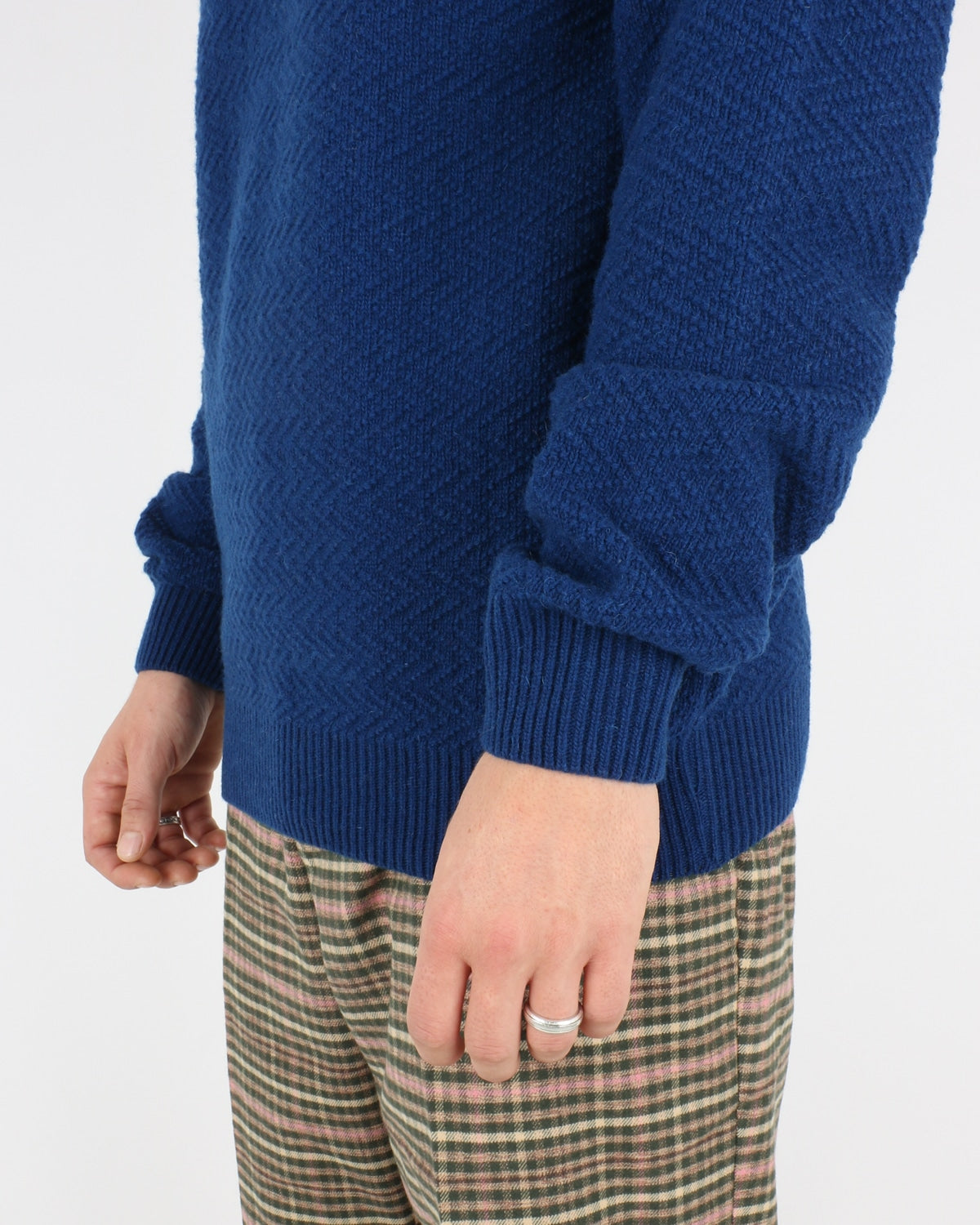 soulland_cassidy herringbone sweater_blue_3_4