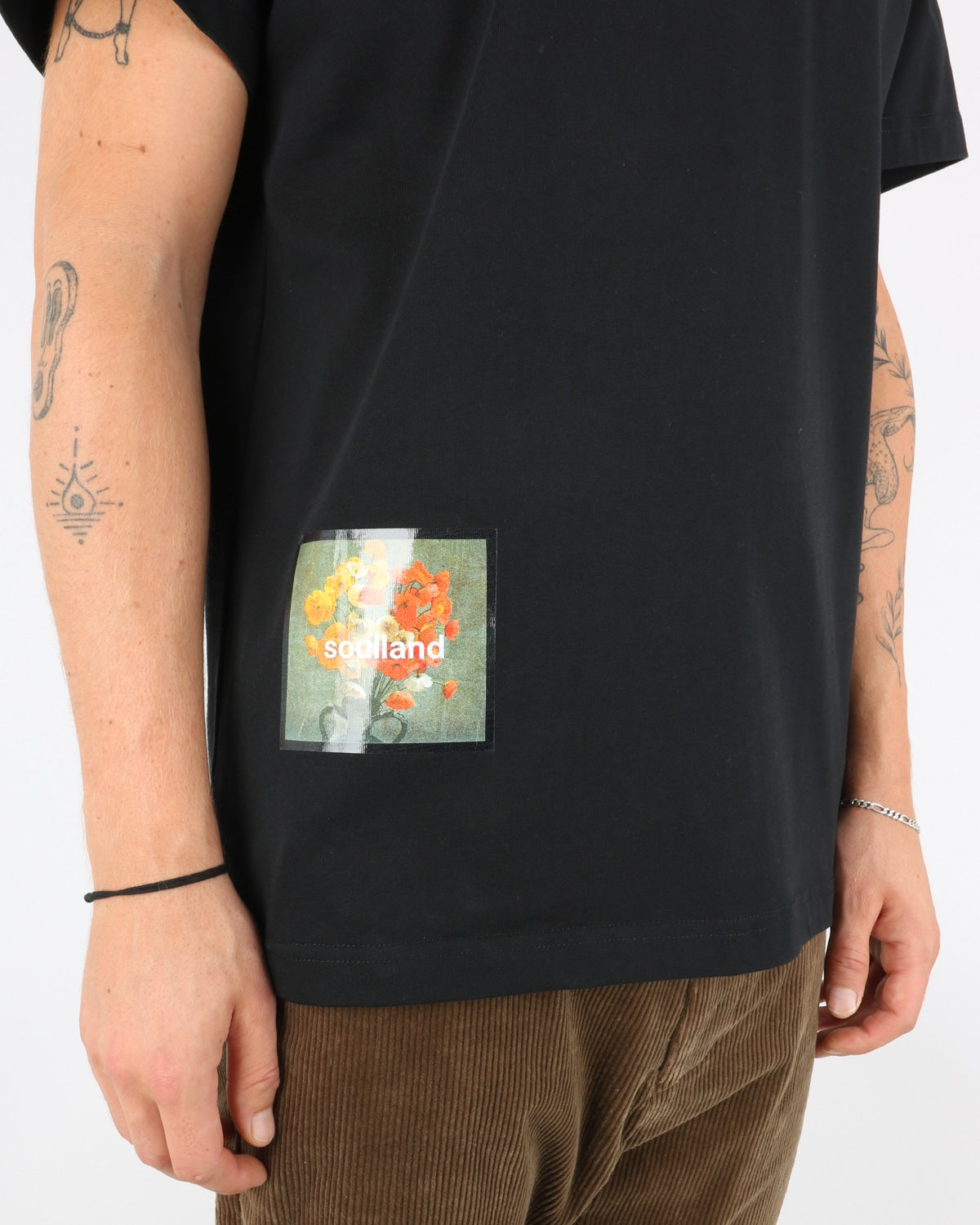 soulland_stilleben square t-shirt_black_2_3