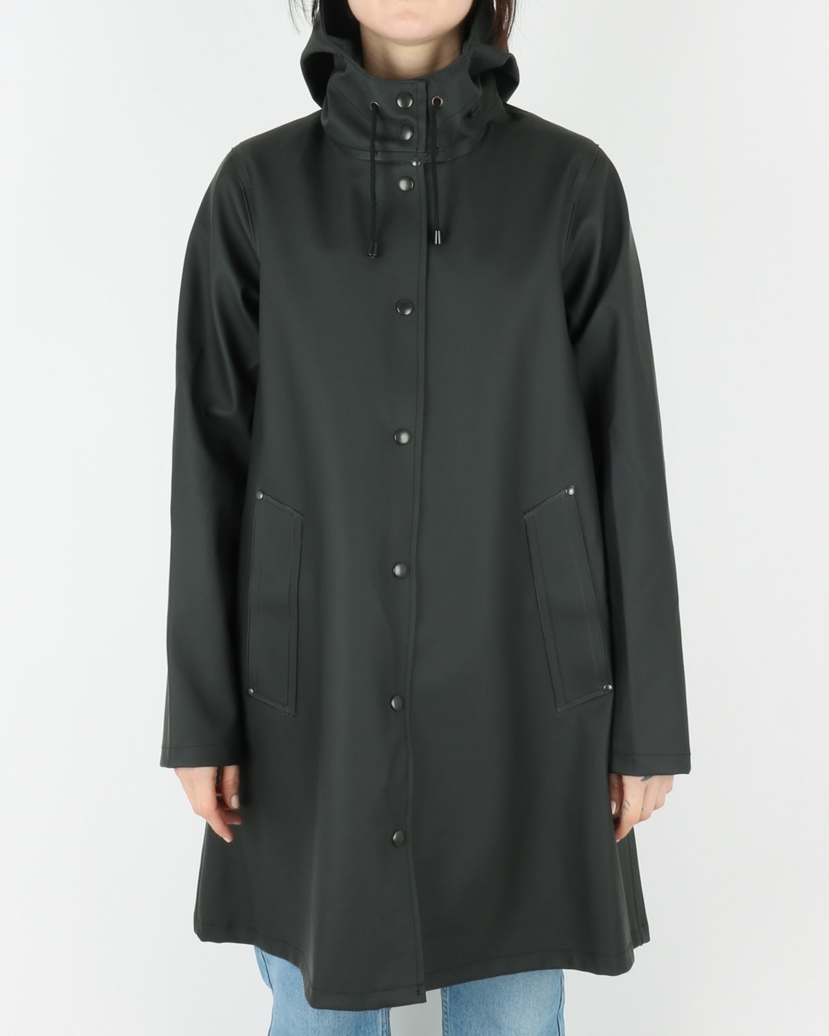 stutterheim_mosebacke_raincoat_black_view_1_2