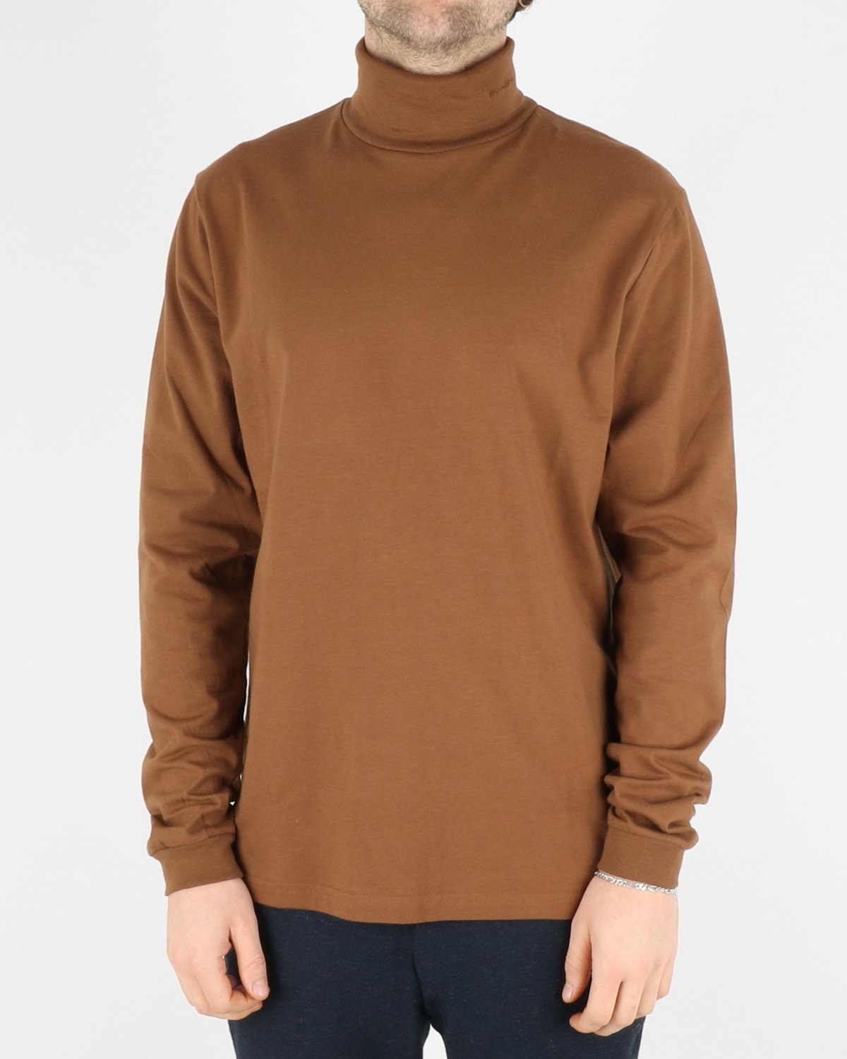 woodbird_amin turtleneck_brownie_1_4