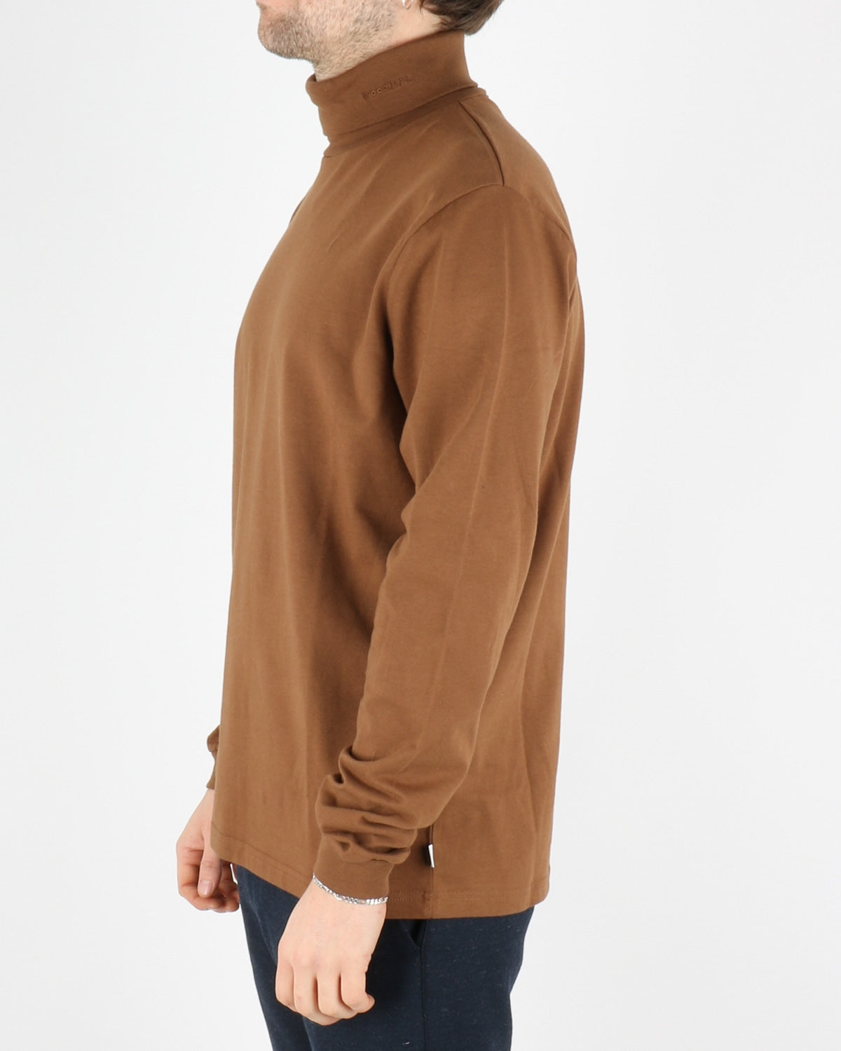 woodbird_amin turtleneck_brownie_4_4