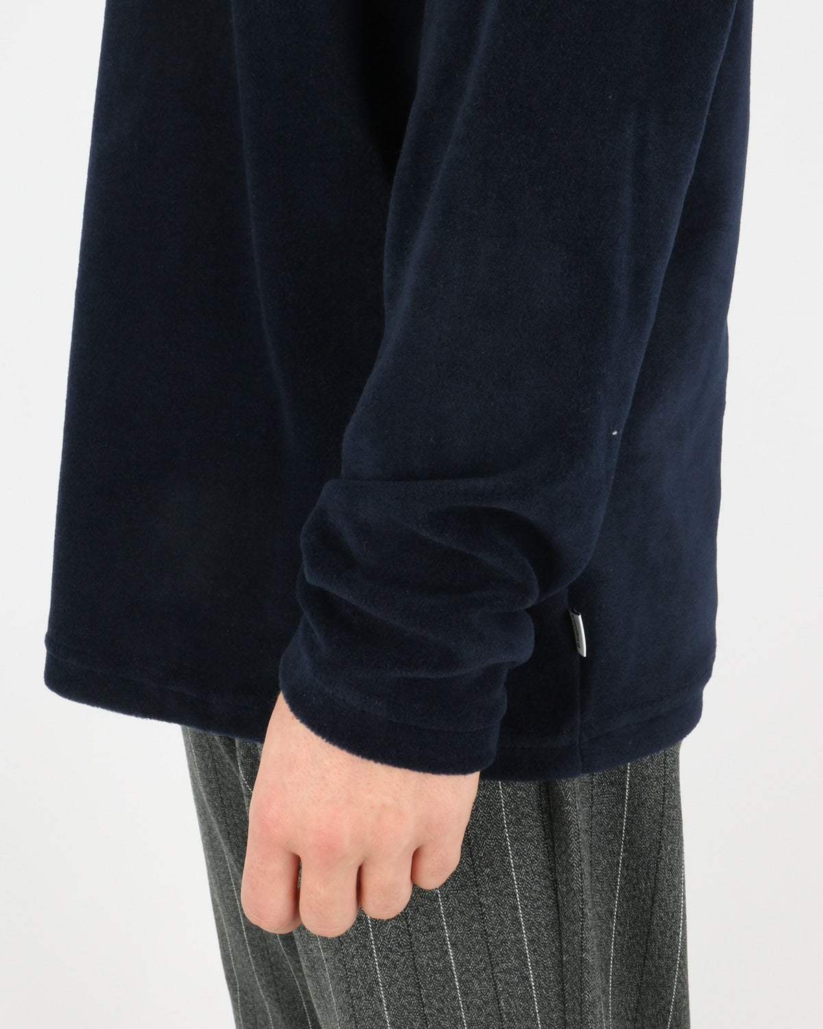 woodbird_trakti turtleneck_navy_4_4