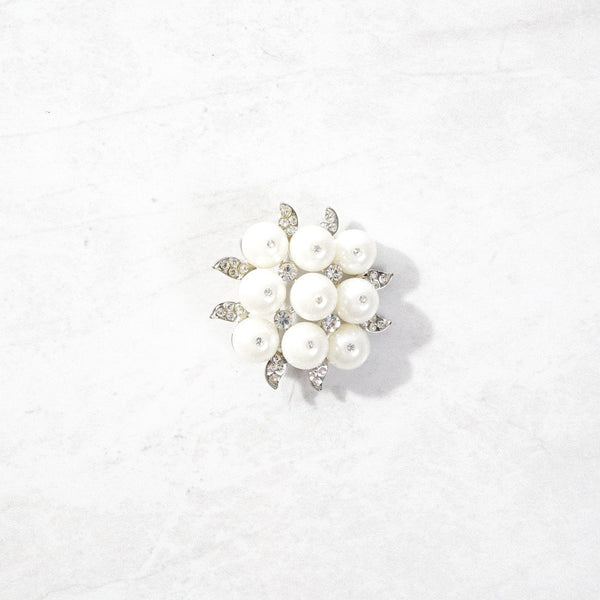New Mermaid Vintage - 70's Unsigned Brooches - White Pearl Flower