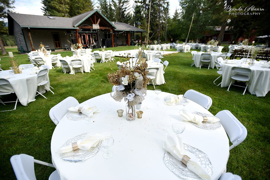 Guest tables at the ranch.