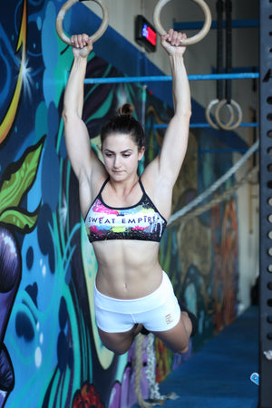 Graffiti Crop don model doing muscle up