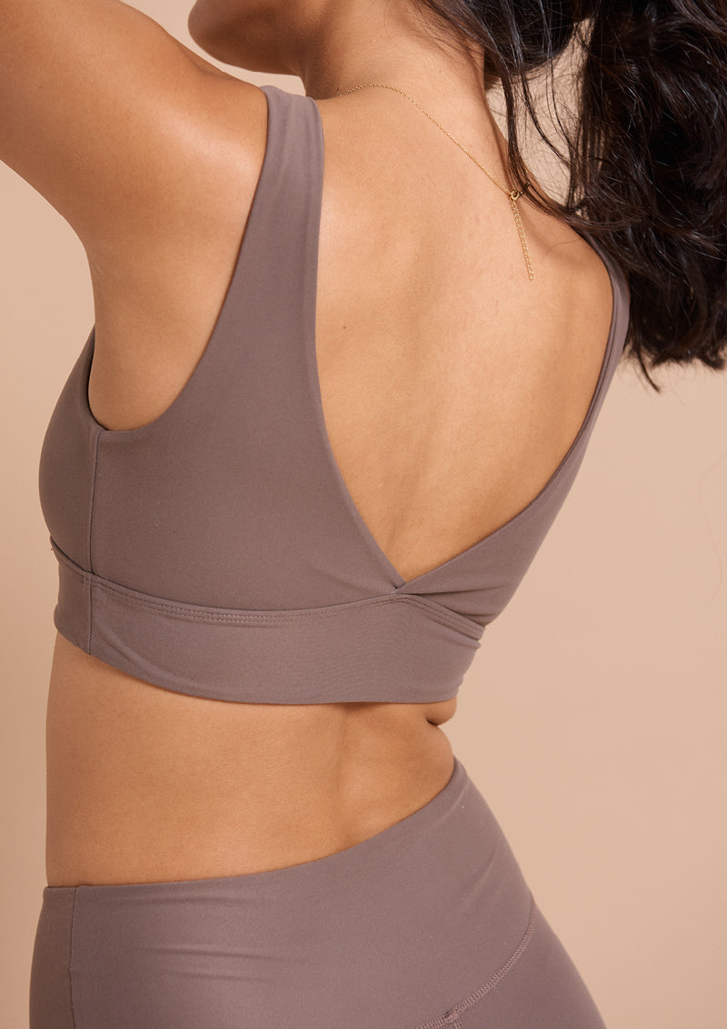 Quinn V Neck Sports Bra - Moon