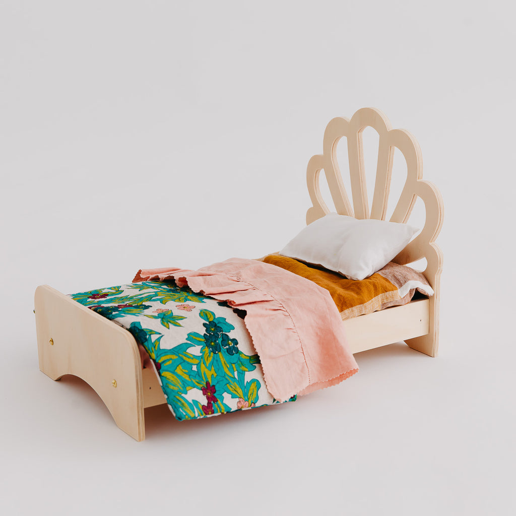 Shell Dolly Bed - Pretty in Pine
