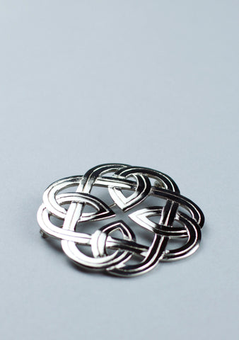 Eternal Interlace Plaid Brooch
