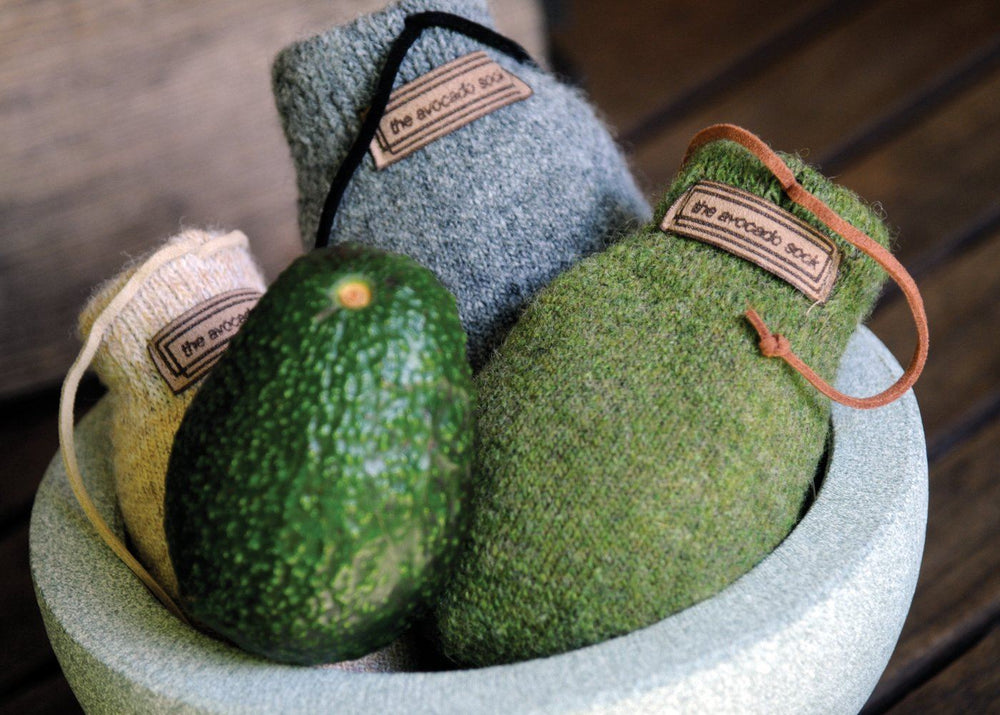The Avocado Sock i shetlandsuld, Pewter – modner din avocado på 24 timer