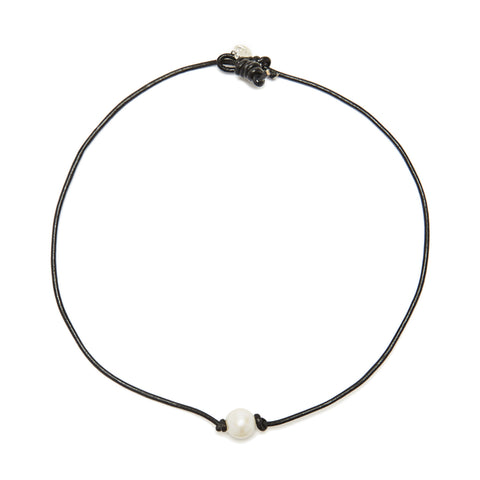 Victoria single pearl necklace - black/white