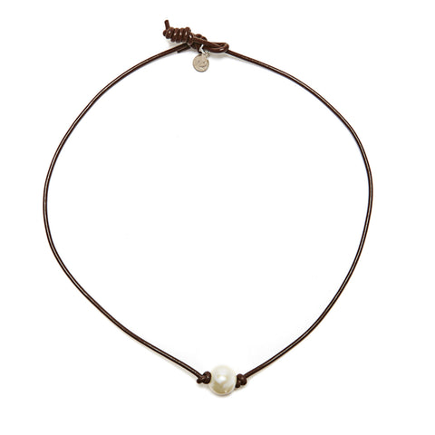 Victoria single pearl necklace - chocolate/white