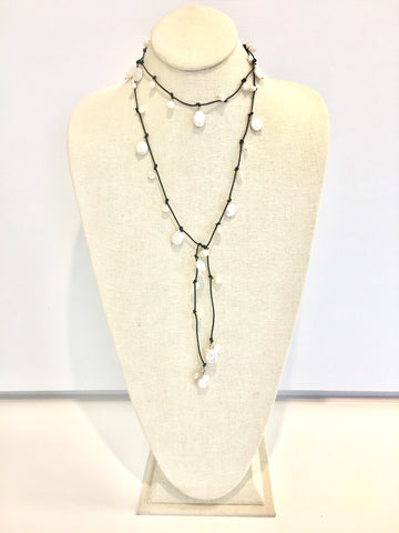 Louise mixed pearl Necklace - black/white