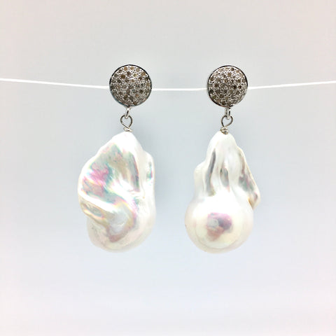 Diamond baroque earrings - white pearl