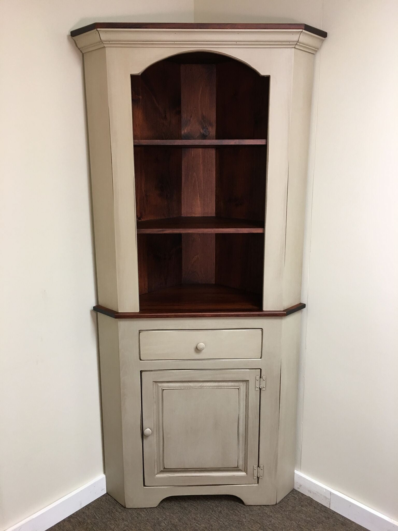 Antique White with Michael's Cherry Corner Cabinet - Antique White With Michael's Cherry Corner Cabinet – KC Country Home
