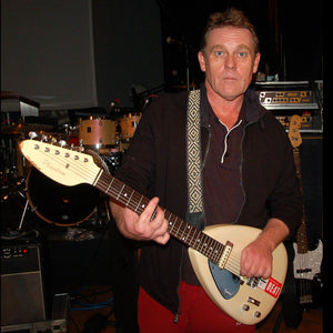 GS01A: Dave Wakeling with Amazon guitar strap -