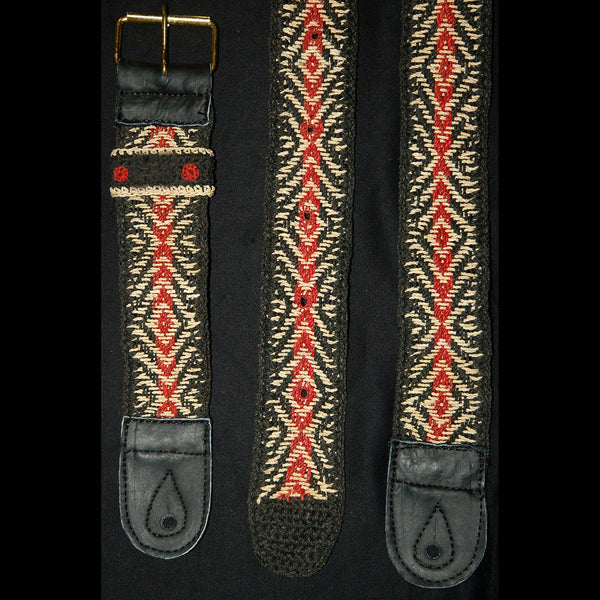 GS01G : Fair-trade hand-made Amazon guitar strap - black and red anaconda model