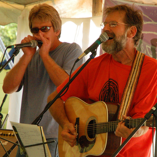 GS06A: Gary Gyekis playing with Amazon Guitar Strap at Crickfest with harmonica player - bushmaster model