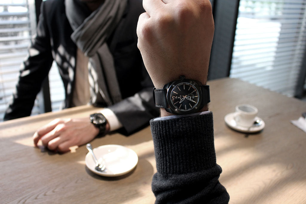 DWISS R1 mechanical ETA 7001 watches lifestyle picture