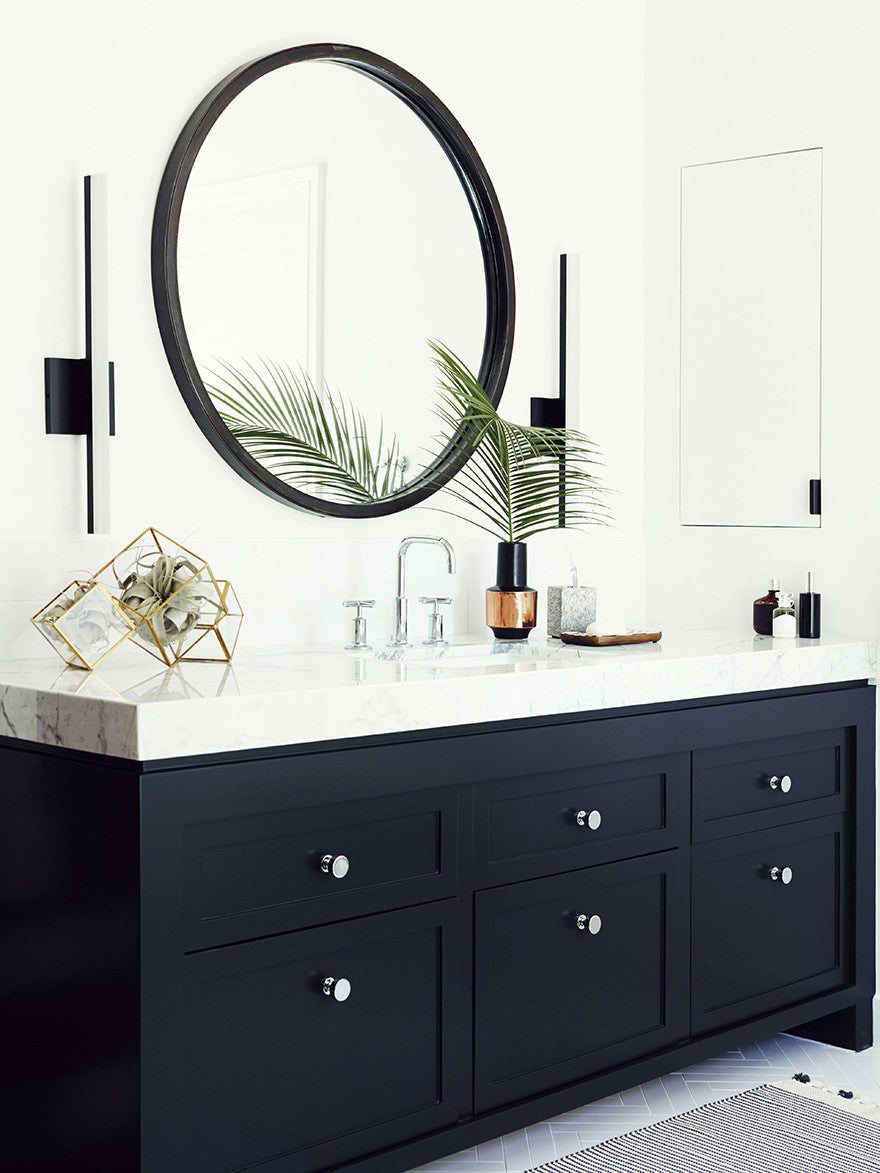 Everyone looks better in a round mirror. Interior Design by Consort. Photo: Christopher Patey