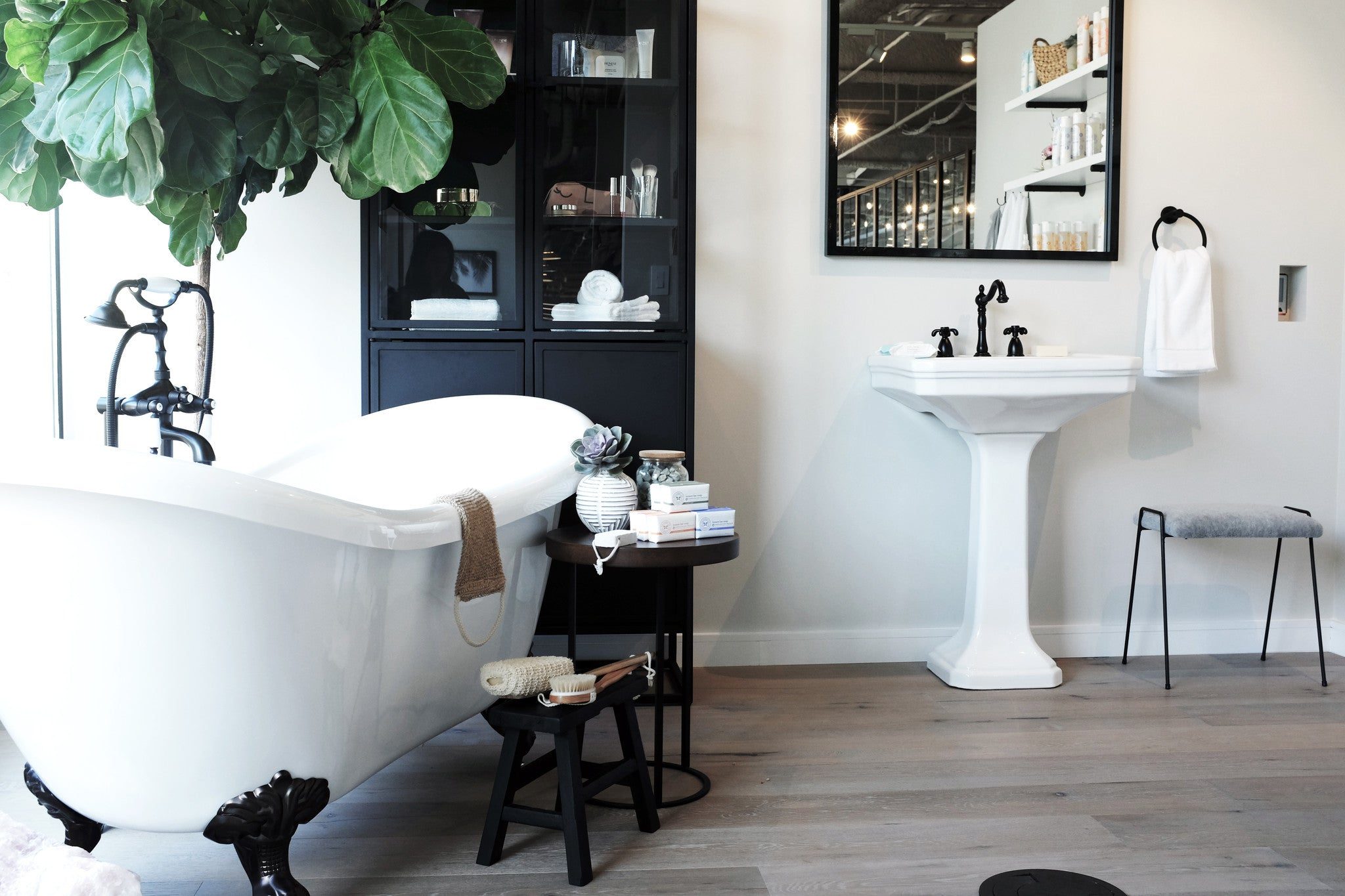This bathtub means business. Interior Design by Consort. Photo by Mat Sanders.