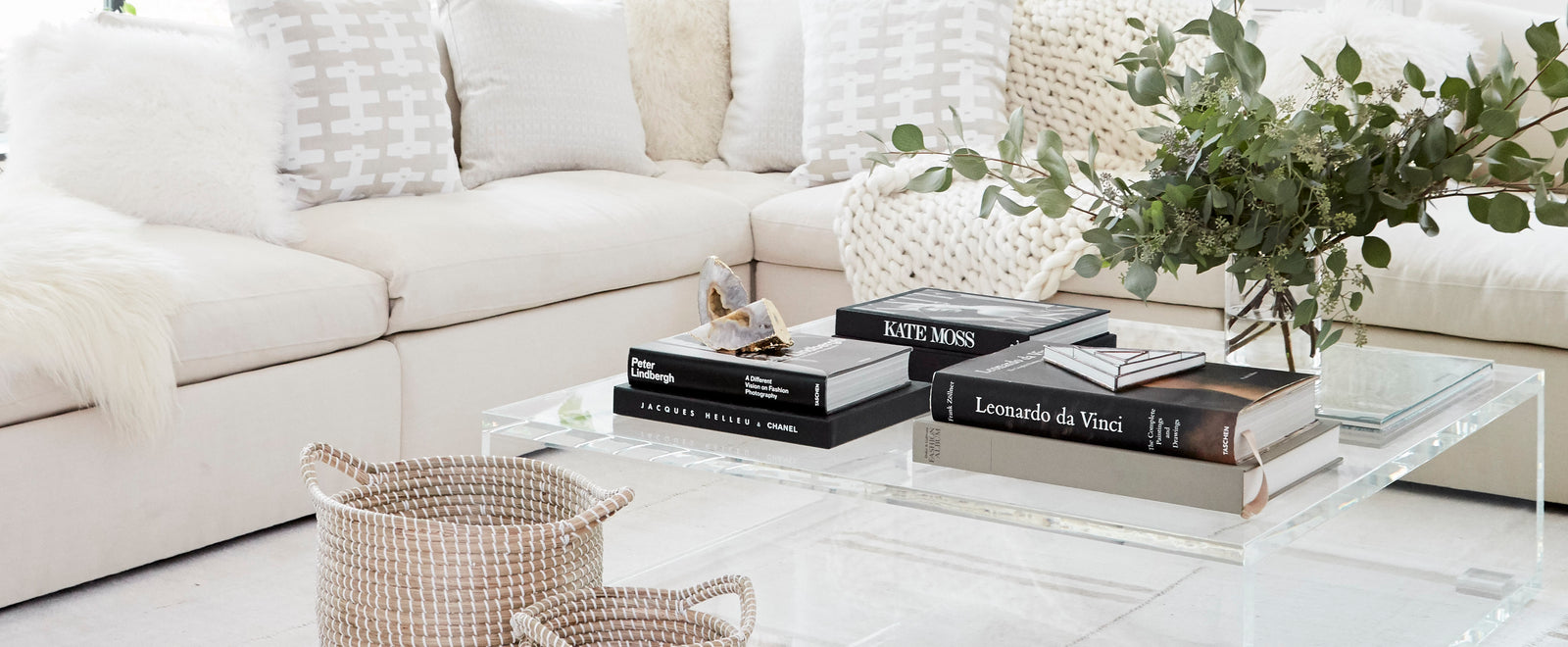 Why We\'re All About All-White Living Rooms