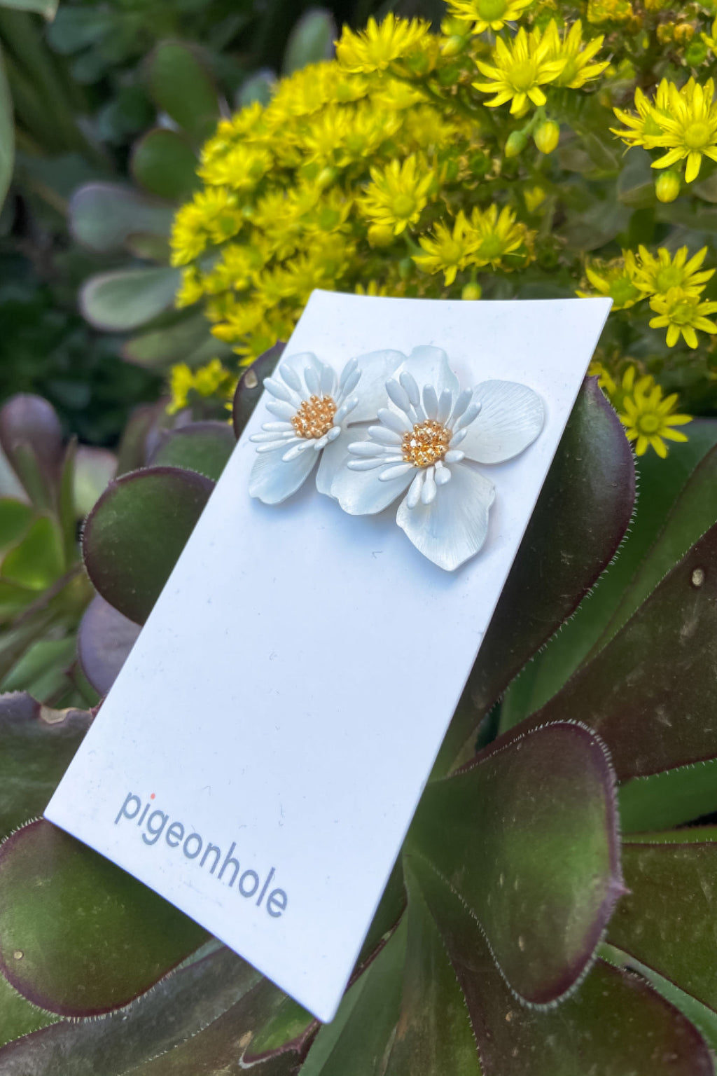 Pigeonhole | Flower Earring | White