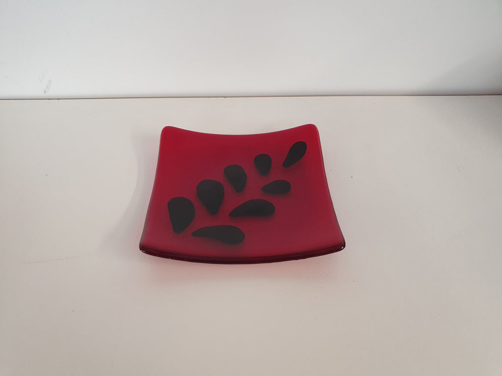 Flared Square Plate - 150 - Fronds - Red Ink