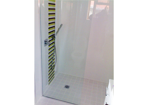 #5b Showerscreens Frameless Channel Glazed