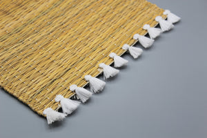Straw placemats with Colored Tassels