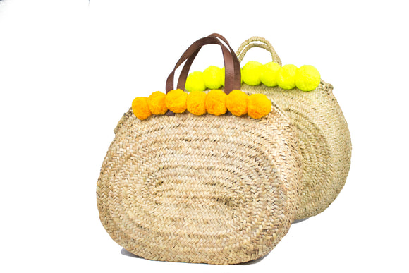 Oval straw bag with pompoms