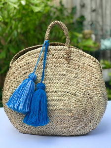 Oval straw bag with tassels