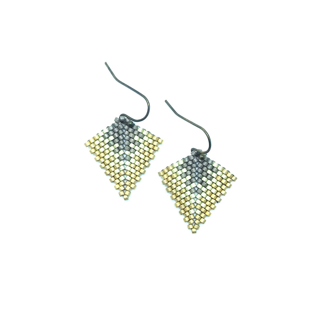 Kurozudo Earring in Silver, white and gold