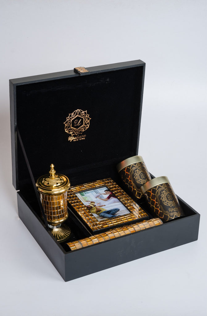 Montagé Golden Rakhi Gift Box - Highline - Upahara - 3