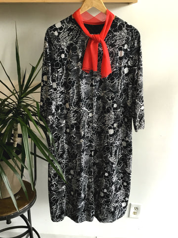XXL - Vintage 1960's Black and White Dress with Pockets!