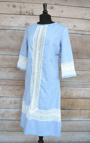M/L - Vintage 1960's Blue Boho Dress with Lace Detail