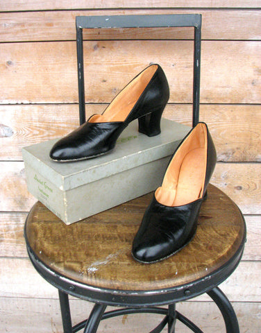 Vintage 1940's Daniel Green Black Boudoir Pumps (7.5N)