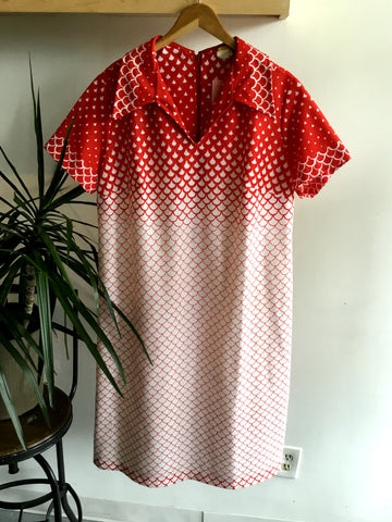 XXL - Vintage 1960's Red and White Scale Ombre Dress
