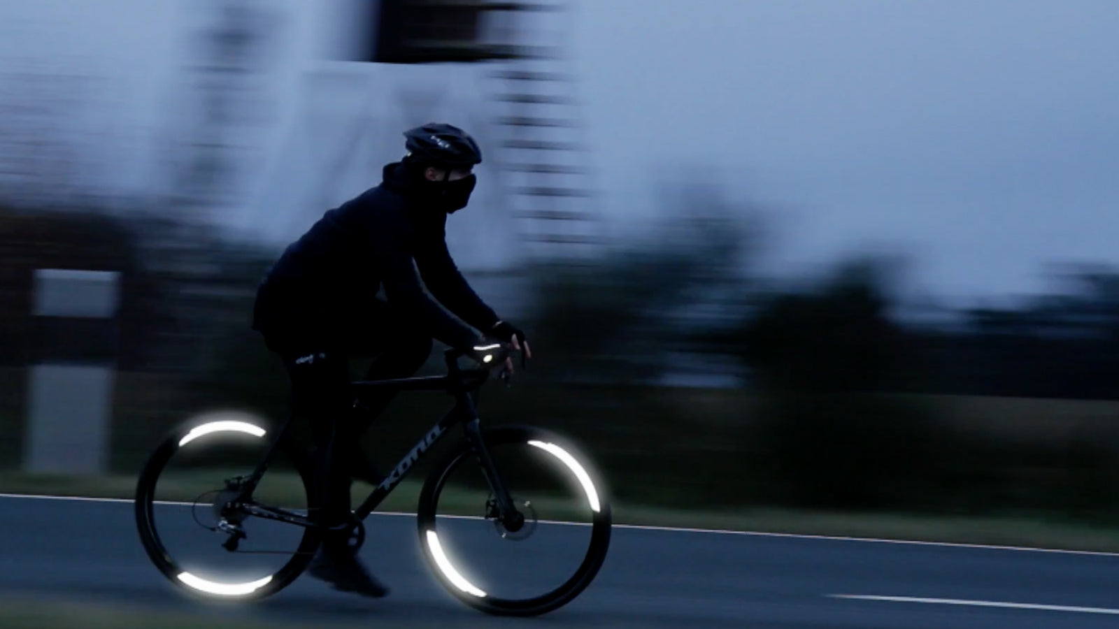 Reflective bike function - Flectr 360 grabs car headlights