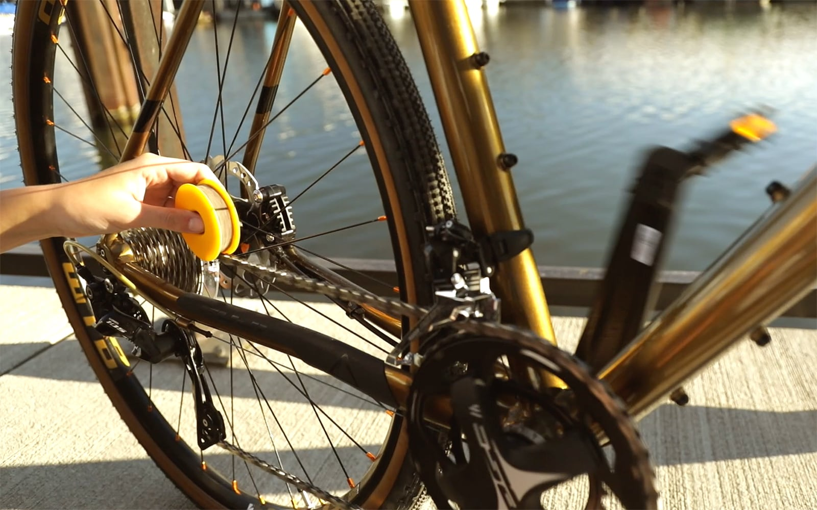 The smart way to maintain your bicycle chain on the go - FLECTR LUBRI DISC