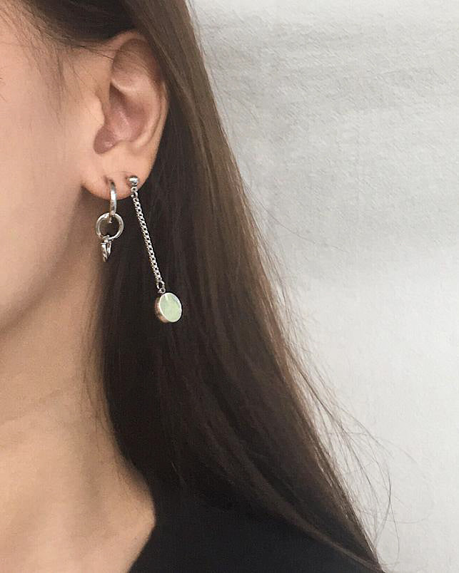 Asymmetrical chain and interlocking hoop earrings - TheHexad