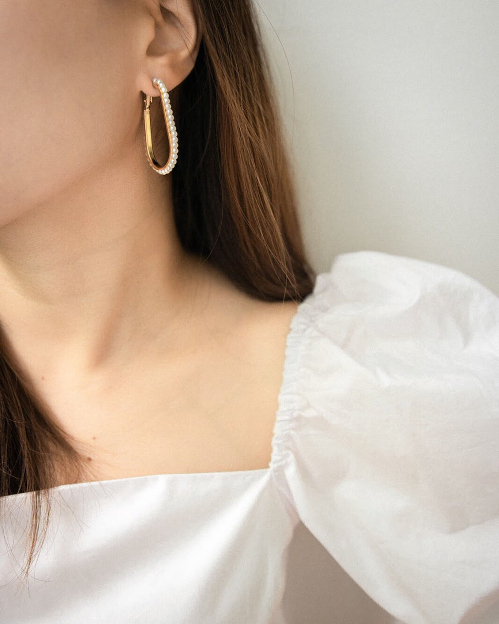 Audrey Hepburn inspired elegant hoop earrings with pearls - The Hexad Jewelry