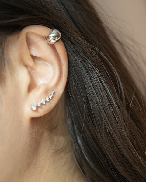 Chunky ball ear cuff to wear on the helix - Cocoon earrings @thehexad
