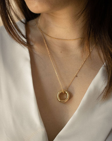 Chunky golden ring pendant worn with the basic thin chain - The Hexad