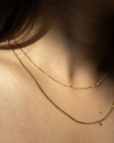 Classic thin gold chains in gold-plated stainless steel - The Hexad Necklaces
