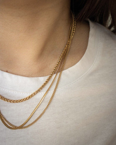Create the perfect effortless stack with The Hexad's simple gold chains